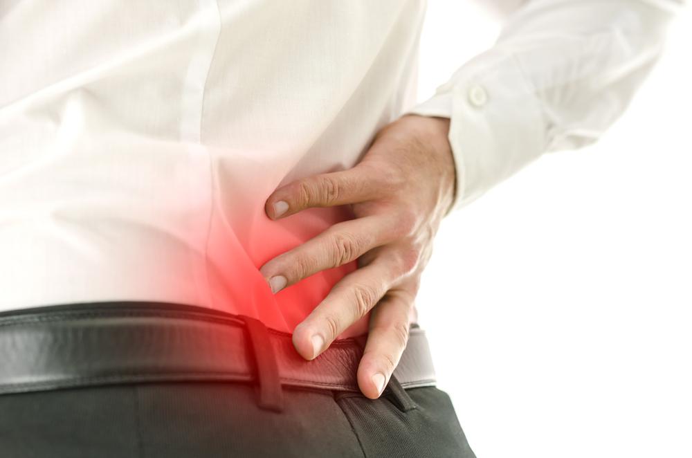 La Sacroileítis: dolencia en la parte baja de la espalda.